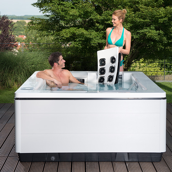 Outdoor_Whirlpool_Just-Silence-Compact-JetPak_Hot-Tub_info