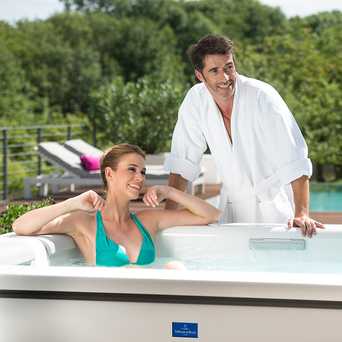 Outdoor_Whirlpool_Just-Silence-Compact_Hot-Tub_info